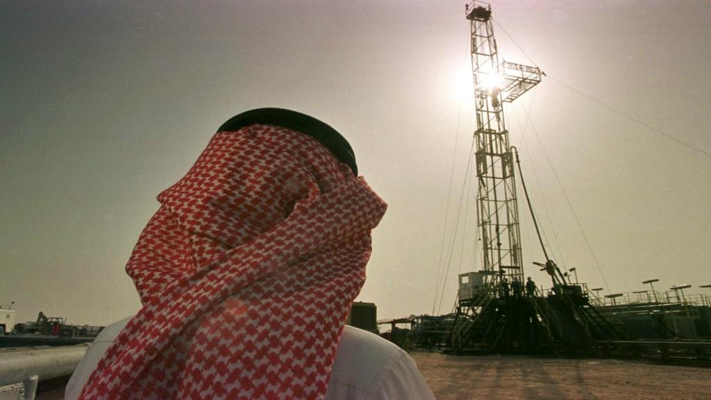 Arabia Saudí propone recorte de producción crudo
