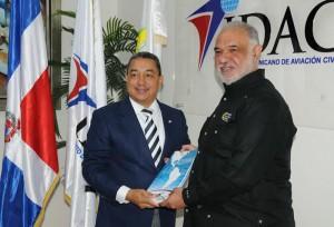 Director-general-del-IDAC-Alejandro-Herrera-y-el-director-ejecutivo-de-la-CNE-Juan-Rodríguez-Nina