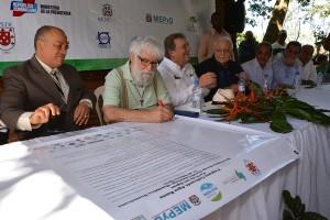 Teólogo Leonardo Boff firma el Pacto por las Aguas con comunidades e instituciones
