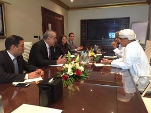 Ministros de Venezuela y Omán se reúnen en busca de consenso por precio crudo