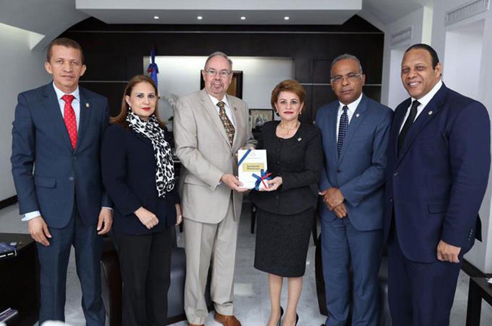 Santiago-Rivas,-Ana-Patricia-Nogeira,-Lucía-Medina,-Félix-Nova-y-Francisco-Matos