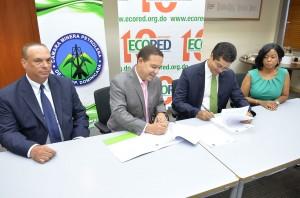 Cámara Minera y ECORED firman acuerdo (2)
