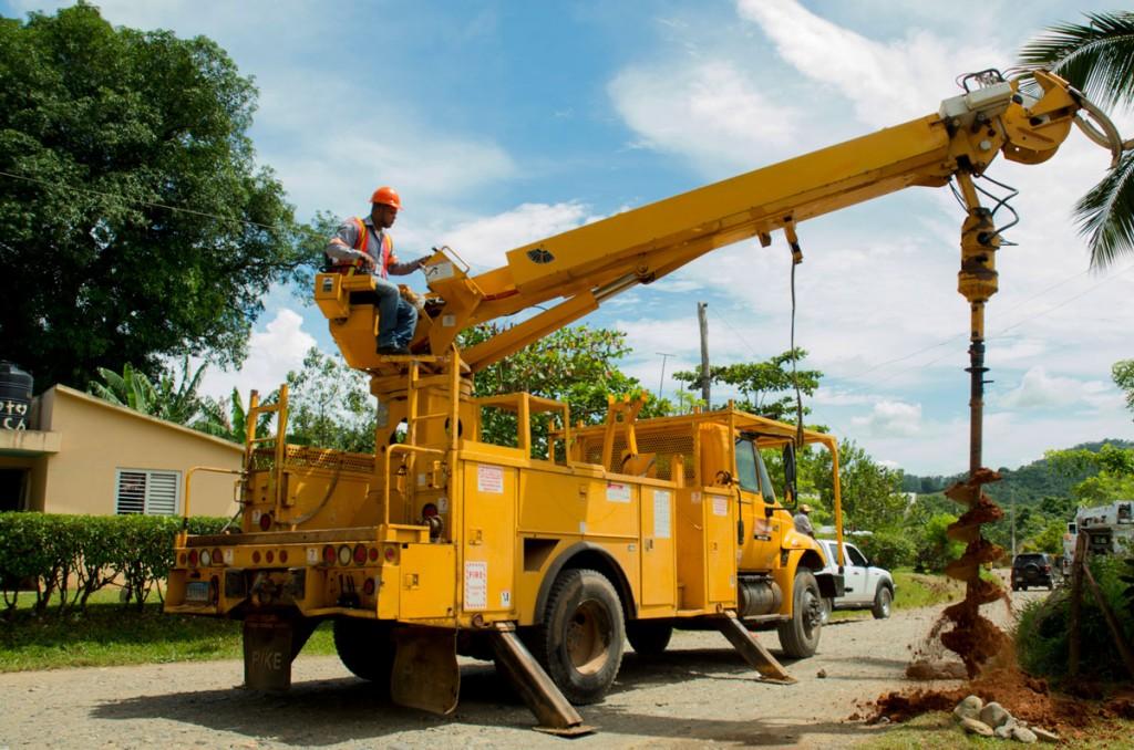 Con-aportes-de-Barrick-Pueblo-Viejo-empiezan-trabajos-de-electrificación-en-19-comunidades-de-Zambrana