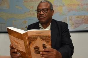 Teódulo-Antonio-Mercedes-puso-en-circulación-el-libro-Minería-Dominicana,-desarrollo-irracional