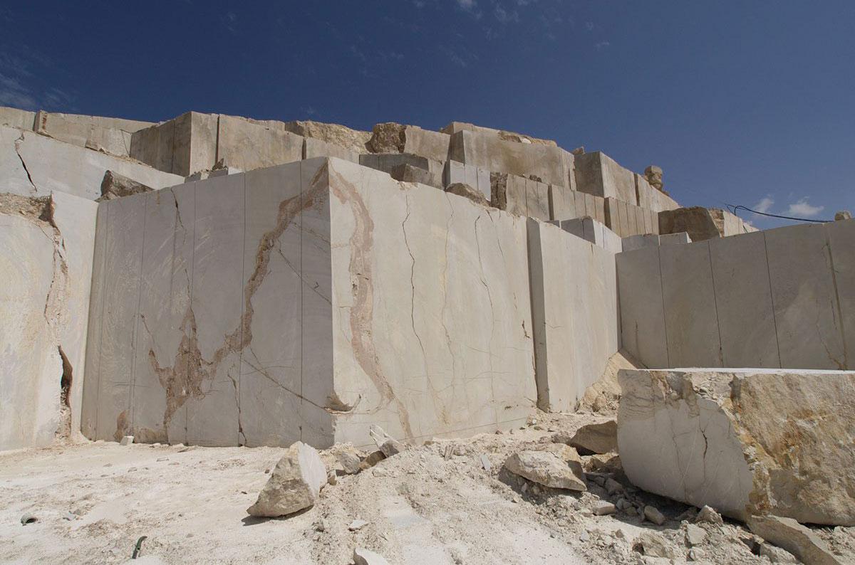 La industria del m rmol dominicano tras mercado m s for Roca marmol