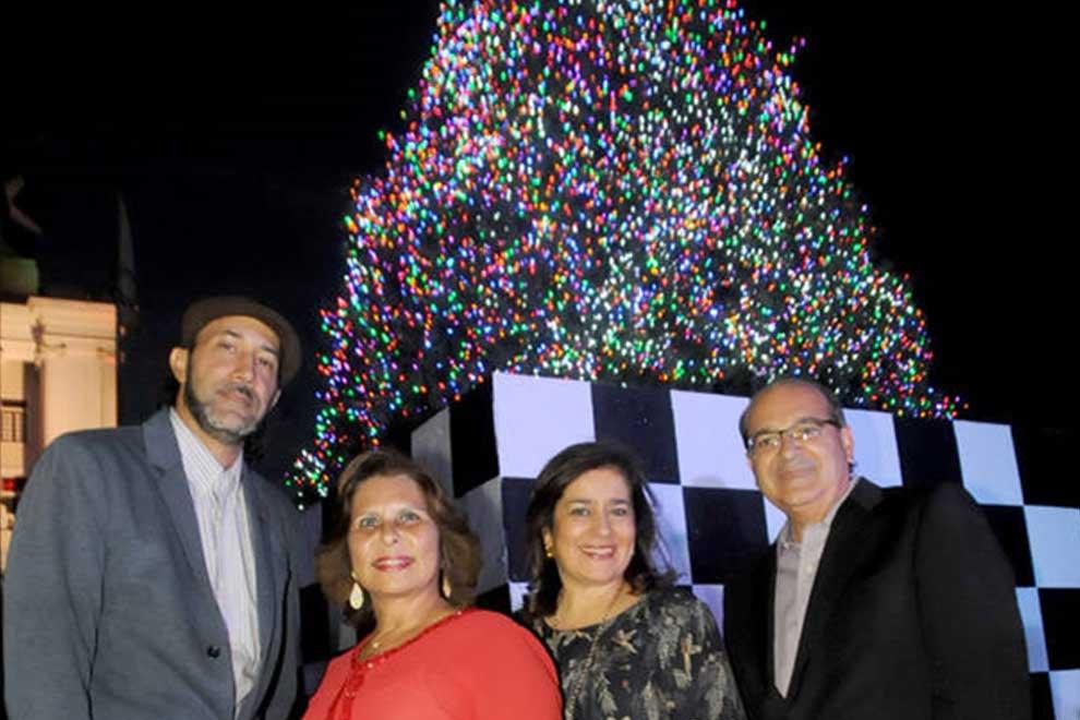 Cementos-Cibao-realiza-encendido-del-árbol-navideño-2017