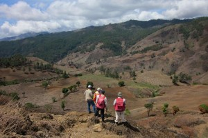 Geologist-looking-SW-across-Escandalosa-Zone