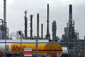 Shell-fuel-tanker-Grangemouth-Oil-Refinery