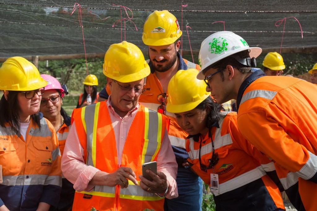 El-Ministro-de-Medio-Ambiente-durante-su-inspeccion-del-programa-de-reforestacion-de-la-Cormidom