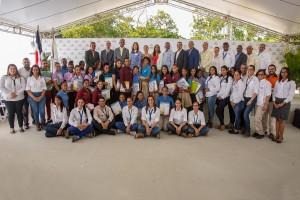 Barrick-Pueblo-Viejo-entregó-acreditación-a-beneficiarios-de-Programa-Créditos-Becas