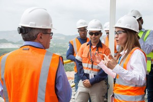 Ministro-de-Medioambiente-y-Recursos-Naturales-visita-la-mina-Barrick-Pueblo-Viejo