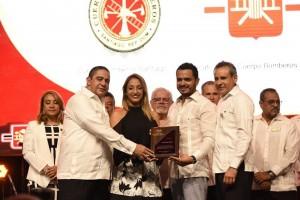 Cementos-Cibao-recibe-reconocimiento-del-Patronato-Bomberos-de-Santiago