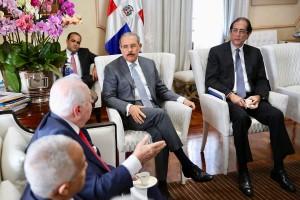 Gobierno-impulsa-nuevo-modelo-industria-minera-Presidente-Danilo-Medina-se-reúne-con-funcionarios-del-sector